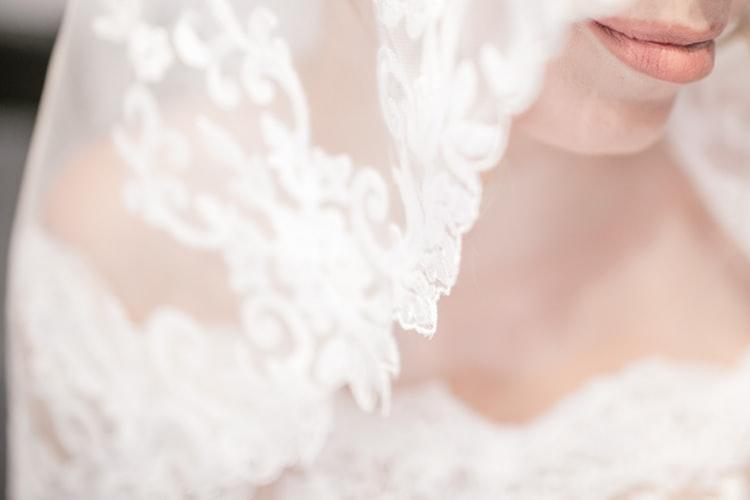 Purtarea-voalului,-una-dintre-cele-zece-traditii-de-nunta-explicate-de-Best-Ballroom